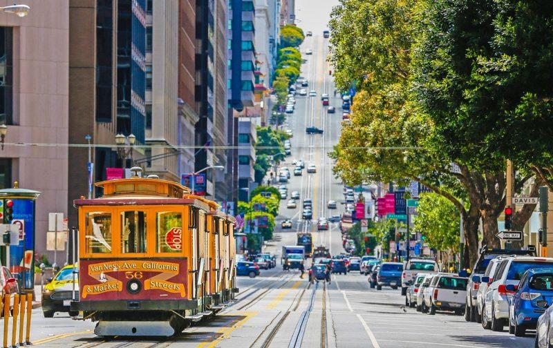 A traditional San Francisco trolley scene