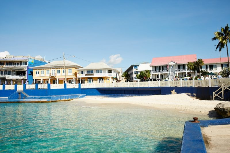 White sand and buildings in Georgetown, Grand Cayman