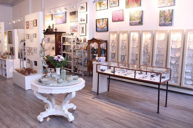 Handworks Gallery vase