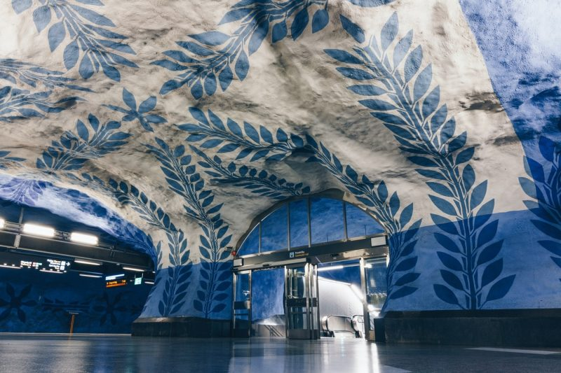 Blue and white leaf pattern art as seen on the Swedish Metro