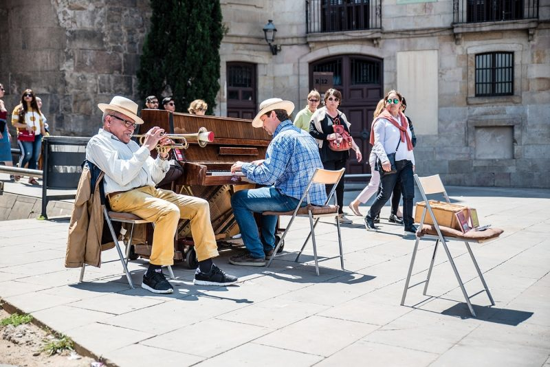 Street music in the cathedral square, Barcelona