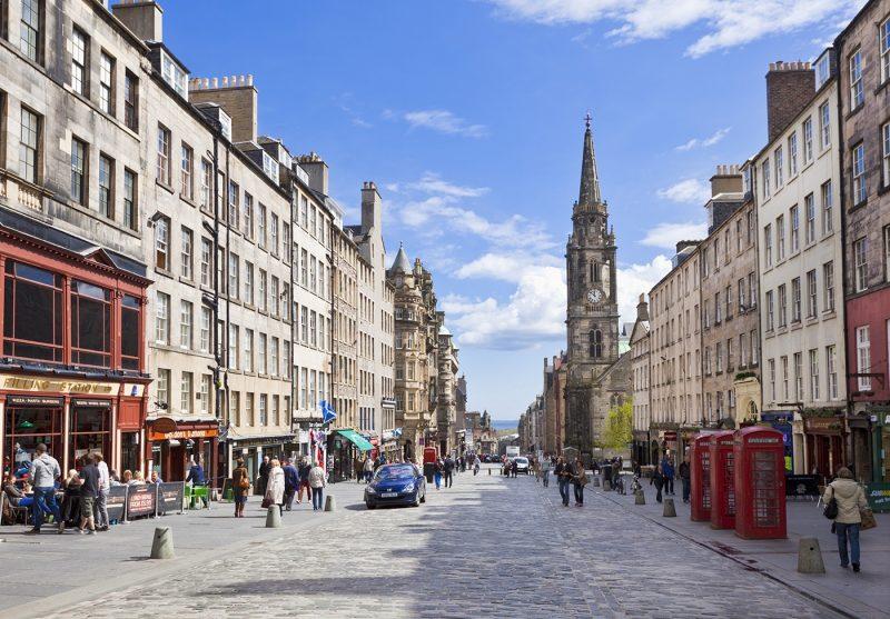 The High Street in Edinburgh old town, the Royal Mile, Edinburgh