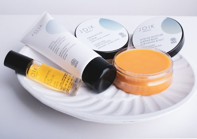 5 spa products on a dish